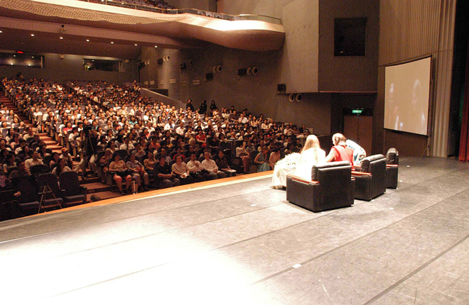 Lama Christie delivers a talk on spiritual partners to an audience of 1,000 at City Hall, Taipei.